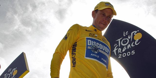 Lance Armstrong, en el podio del Tour 2005. | AFP