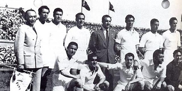 El Madrid campeón de Copa en 1946: Echániz (delegado), Ipiña, Belmar, Pruden, Quincoces (técnico), Huete, Clemente y Barinaga. Agachados: Moleiro, Elices, Alsúa I, Corona y Bañón. | Realmadrid.com