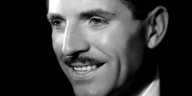 Maurice Herzog durante una aparición en la televisión francesa en los años 50. | Afp