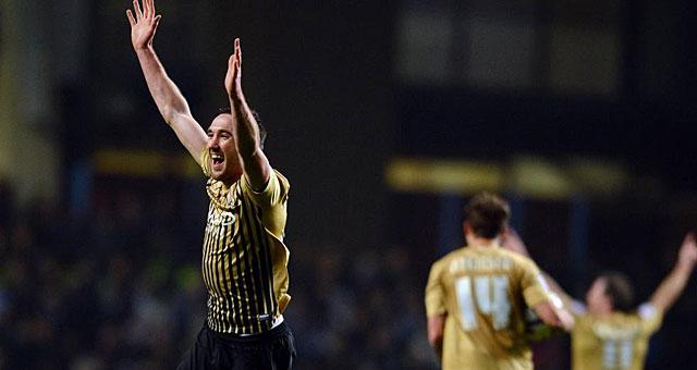 Rory McArdle, defensa norirlandés del Bradford, celebra el pase a la final. (Foto: Afp)