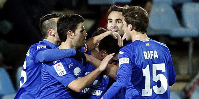 Los jugadores del Getafe celebran el gol de Adrián Colunga. (EFE)