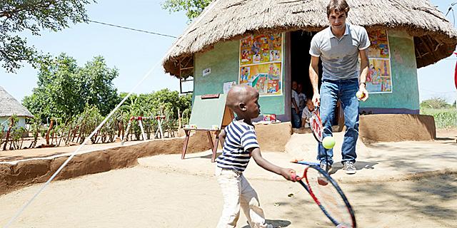 Federer, en Sudáfrica. | Foto: rogerfedererfoundation.org