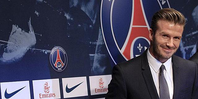 David Beckham sonríe el día de su presentación con el PSG. (REUTERS)