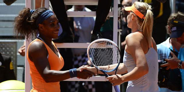 Serena Williams y Sharapova se saludan tras un partido.   Efe
