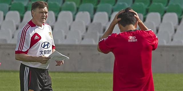 Camacho, durante un entrenamiento con la selección china. | Efe
