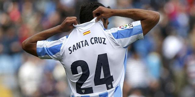 Roque Santa Cruz celebra un gol con el Málaga la pasada temporada. | EFE