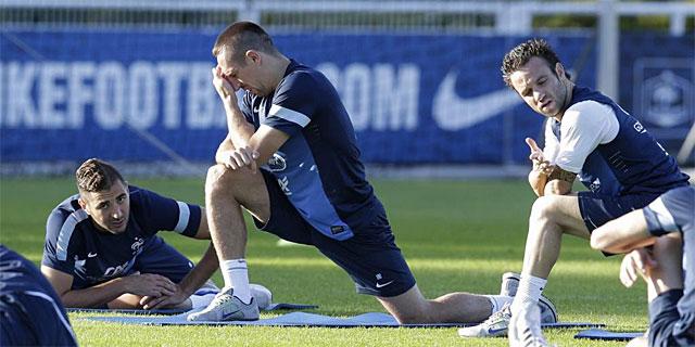Benzema, Ribéry y Mathieu Valbuena, durante el entrenamiento de la selección francesa. | Reuters