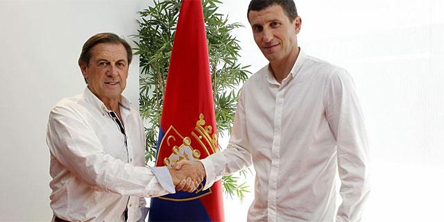 Miguel Archanco, presidente de Osasuna, junto a Javi Gracia. (Foto: Efe)