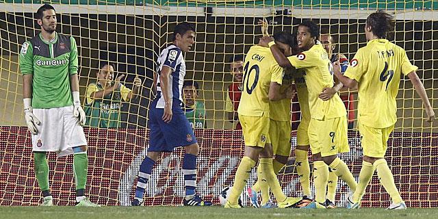Los jugadores del Villarreal celebran el segundo gol, obra de Jonathan Pereira. (EFE)