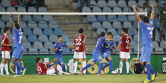 Lisandro marcó el gol de cabeza a la salida de un córner. (EFE)