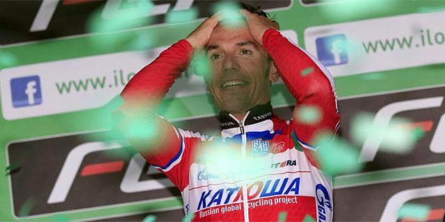 Joaquim Rodríguez, exultante en el podio de Lecco. (Foto: Afp)