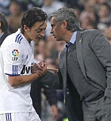 Özil y Mourinho, en su etapa en el Madrid.