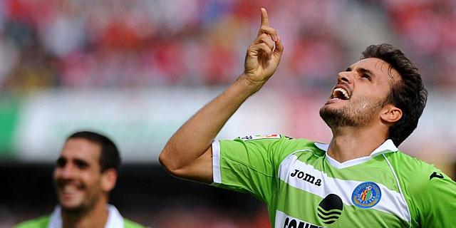 Pedro León celebra el segundo gol del Getafe ante el Granada. | Afp