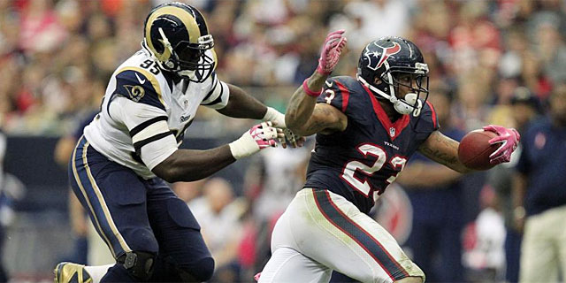 Foster, durante un partido reciente ante los Rams. (Foto: Reuters)