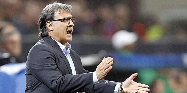 Martino da instrucciones durante el partido. | Reuters