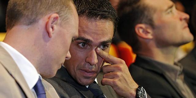Alberto Contador conversa con Chris Froome durante la presentación del recorrido del Tour 2014.   Reuters