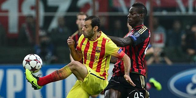 Mascherano, en acción ante Balotelli en San Siro. | Afp