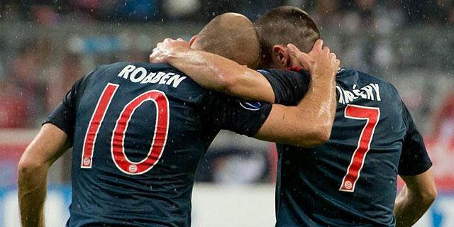 Ribéry celebra con Robben el penalti que el holandés no quiso lanzar. | Efe