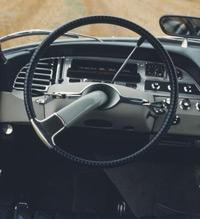 CONFORT.Ninguno de sus rivales era tan cómodo: un equipo hidráulico asistía los frenos, la suspensión, la transmisión y la dirección del DS.