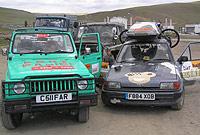 SAMARKANDA - TSAGANNURR. La ruta se adentra en las ex repúblicas soviéticas, donde la autoridad atiende al constante soborno y los caminos, en el mejor de los casos, son pistas de tierra. El siguiente destino: la frontera oriental de Mongolia. Fotografía Archibald Sanders.
