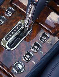 El cambio automático de cuatro mar-chas es un diseño de GM de los años 70... Un anacronismo que 'chirría'.