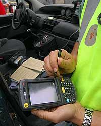 Imagen de uno de los terminales con los que se equiparán a los agentes de la agrupación de Tráfico de la Guardia Civil.