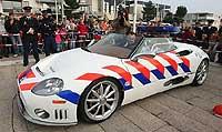 La policía holandesa con el Spyker C8 Cabrio