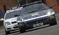 La policía británica con el Ferrari 612 Scaglietti