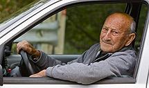 José Riestra Nieto, un conductor habitual con 98 años. Fotos: Alberto Aja