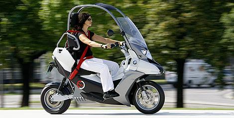 BMW recupera el 'scooter' con techo C1