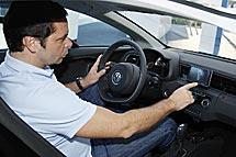 Al volante del coche que gasta sólo un litro