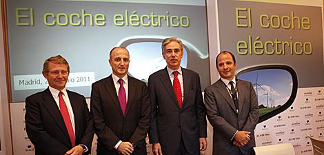 Vicente Moreno de Accenture; Miguel Sebastián, ministro de Industria; Antonio Fernández Galiano, consejero delegado de Unidad Editorial y Jaime Gorbeña, presidente de Bergé. (Reportaje gráfico: Sergio Enríquez)