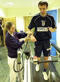 Un jugador de la Real Sociedad sometiéndose a una prueba de esfuerzo. (Foto: Justy García Koch)