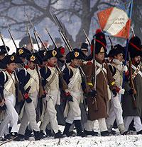 Aficionados a la Historia recrean una de las batallas del ejército de Napoleón (Foto: Michal Cizek | AFP)
