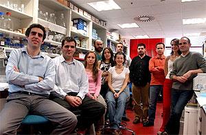 Manel Esteller con su equipo (Foto: CNIO)