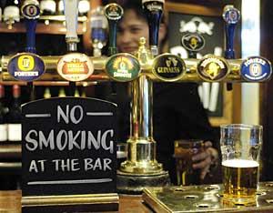 Un bar londinense. (Foto: Andrew Stuart | AFP)