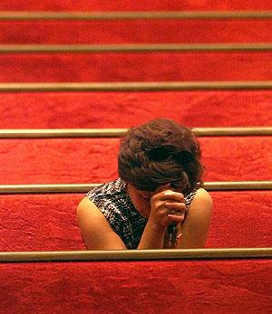 Una mujer reza en una iglesia de EEUU (Foto: AP | Tomas Ovalle)
