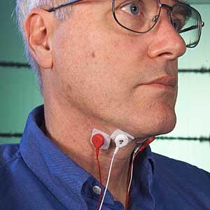 Chuck Jorgensen con su invento. (Foto: NASA Ames Research Center   Dominic Hart)