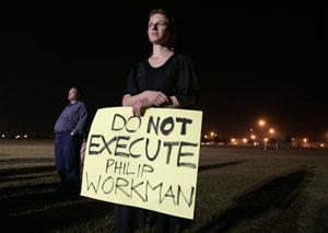 Una mujer protesta en una vigilia previa a una ejecución en Tennessee, EEUU (Foto: Mark Humphrey|AP)