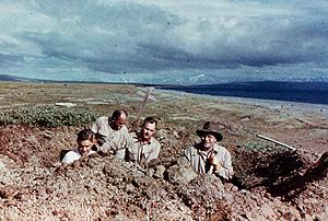 Johan Hultin, a la izda, y el resto de la expedición en 1951 (Cortesía de J. Hultin)