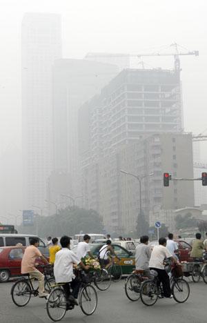 Imagen de la contaminada capital china, Pekín. (Foto: Teh Eng Koon   AFP)