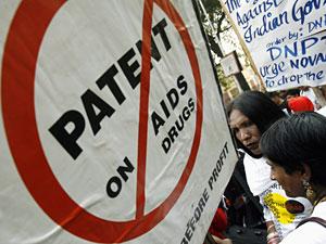 Manifestantes indios protestan contra Novartis el pasado enero en Nueva Delhi (Foto: Adnan Abidi | REUTERS)