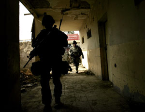 Soldados de EEUU patrullan en Baquba, Irak. (Foto: Marko Drobnjakovic | AP)