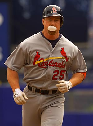 El jugador M. McGwire, cuando jugaba al béisbol con los St. Louis Cardinals. (Foto: archivo | AP)