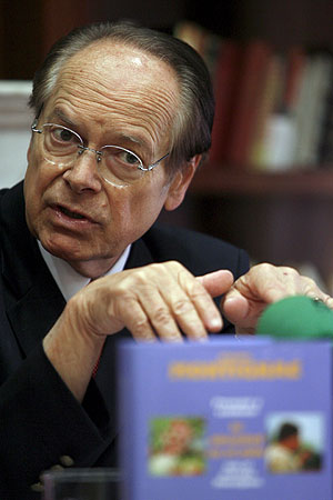 Michel Montignac durante la rueda de prensa. (Foto: Juan Carlos Hidalgo | EFE)