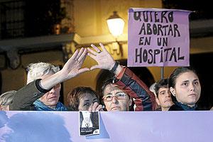 Concentración a favor de la despenalización del aborto. (Foto: Diego Sinova)