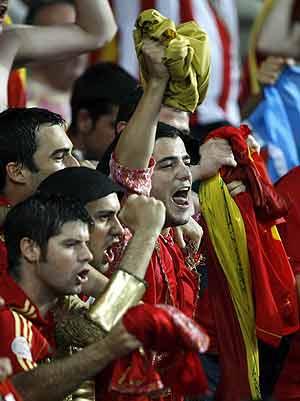Seguidores de la selección española de fútbol. (Foto: Hans Klaus Techt | EFE)