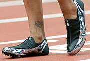 Zapatillas de Marion Jones. Juegos Olímpicos de Sydney 2000. (Foto: THOMAS KIENZLE | AP)