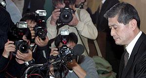 El investigador Hwang Woo Suk cuando anunció su dimisión en 2005. (Foto: EFE)