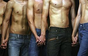Participantes en Mr Gay Hungría 2008 (Foto:Reuters | Karoly Arvai )